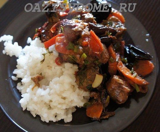 На фото говядина с рисом на гарнир