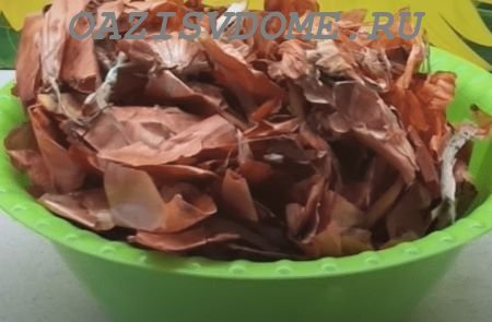 Как приготовить настой и отвар из луковой шелухи для обработки растений на даче